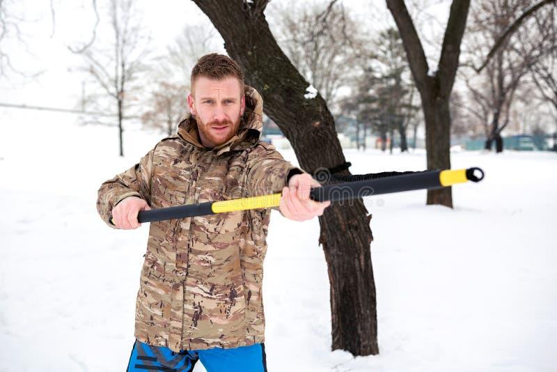 Atleet in een camouflagejasje royalty-vrije stock afbeeldingen