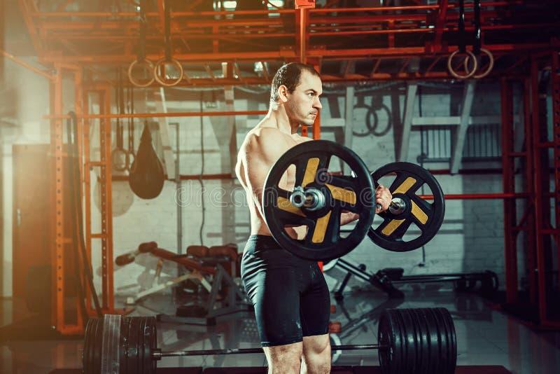 Download Atleet Opleiding In Een Gymnastiek Functionele Opleidingstraining Stock Afbeelding - Afbeelding bestaande uit persoon, achtergrond: 107704463