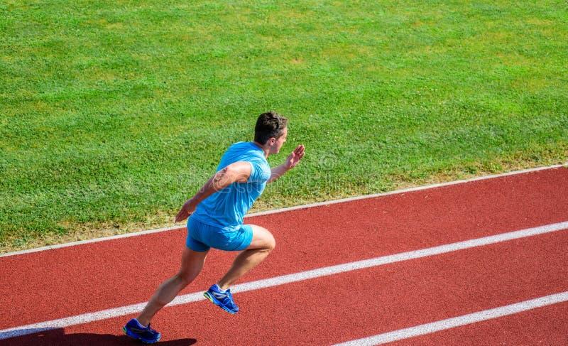 Atleta bieg śladu trawy tło ruchu biegacz Wiele biegacze jak wyzwanie przedłużyć ich wytrzymałość zdjęcia stock
