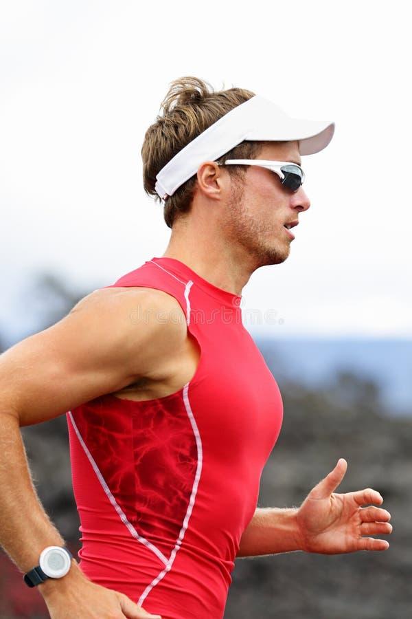 Atleta corriente del triathlon foto de archivo