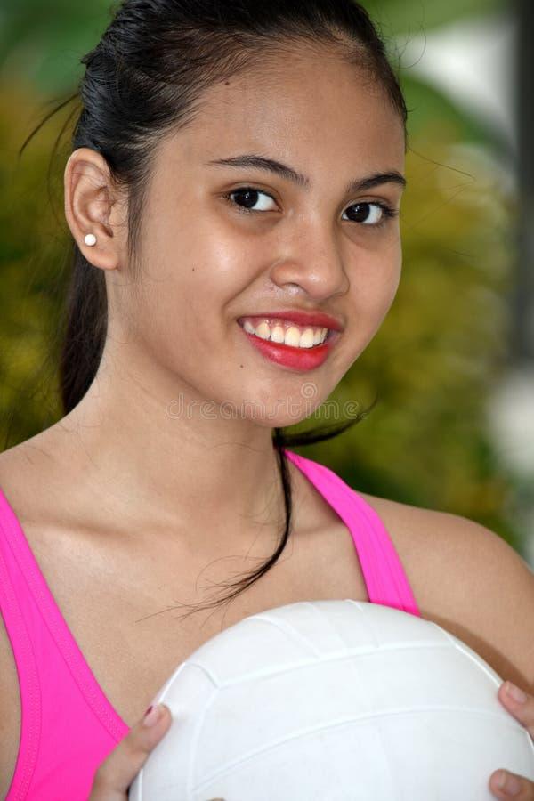 Atleta de sexo femenino apto sonriente fotos de archivo libres de regalías