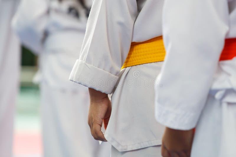 Atleta del Taekwondo en uniforme del blanco fotografía de archivo
