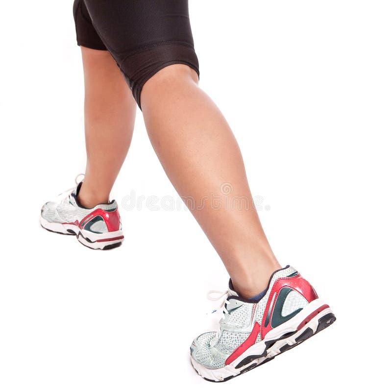 Atleta fêmea que faz seu exercício de esticão imagens de stock