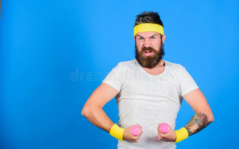 Atleta farpado do homem que exercita o peso Se você quer ser forte Indivíduo motivado do atleta Junte-se a minha classe do esport imagem de stock