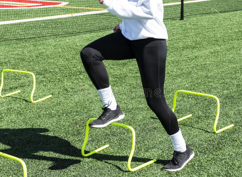 Atleta kroczy nad ? zdjęcia stock