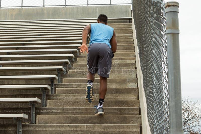 Atleta novo afro-americano foto de stock