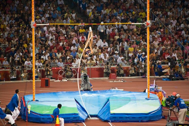 Atleta olímpico do vault de pólo das mulheres dos E.U. fotos de stock royalty free