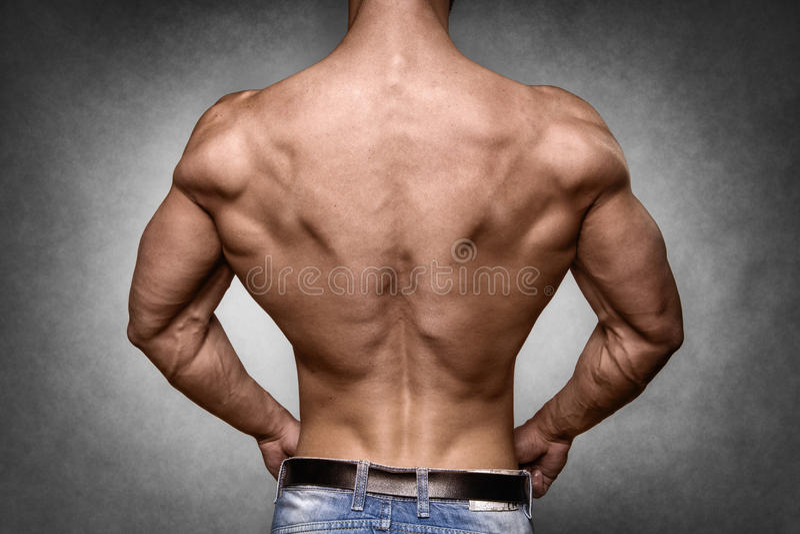 Atleta in pantaloni del denim immagini stock