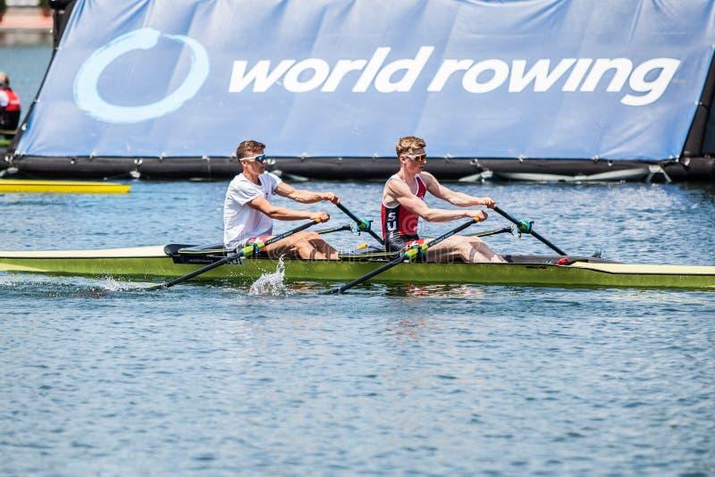 Atletas de Suíça em um enfileiramento de enfileiramento da competição do copo do mundo imagens de stock
