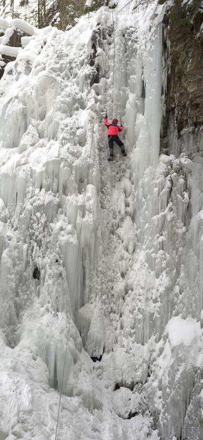 Atleten bij Manyavsky-Dalingen in de Winter stock afbeelding