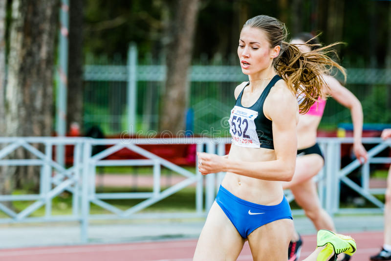 Atleten in de 400 meters looppas stock afbeelding