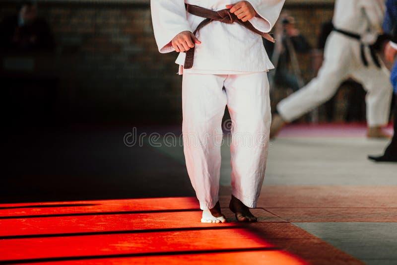 Atletenjudoka in witte kimono stock foto
