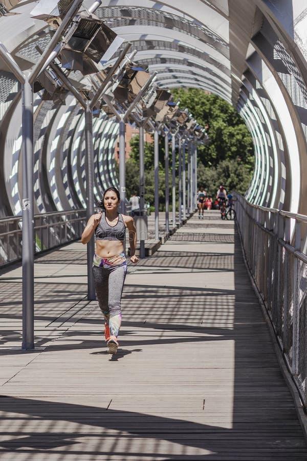 Atletenvrouw het lopen stock foto's