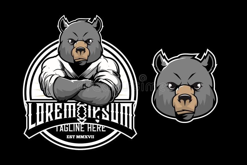 Atleti svegli dei bambini di arti marziali del fumetto dell'orso con il modello rotondo di vettore di logo dell'emblema del disti royalty illustrazione gratis