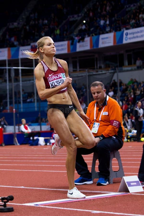 Atletica - salto in lungo della donna, KLISHINA Darya fotografia stock