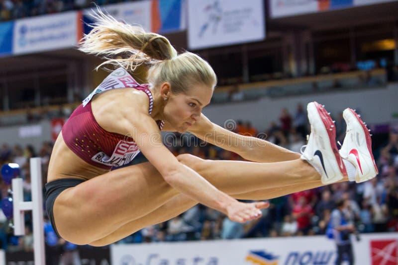 Atletica - salto in lungo della donna, KLISHINA Darya fotografie stock libere da diritti