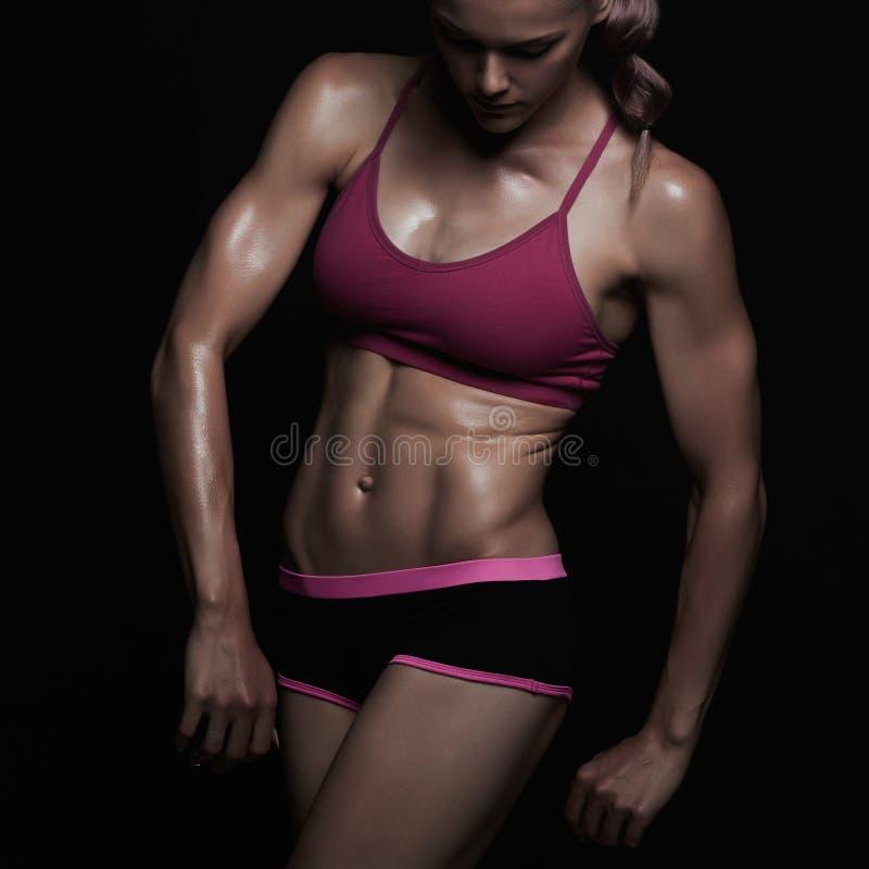 Atletisch meisje gymnastiekconcept spiergeschiktheidsvrouw, opgeleid vrouwelijk lichaam Gezonde Levensstijl stock foto's