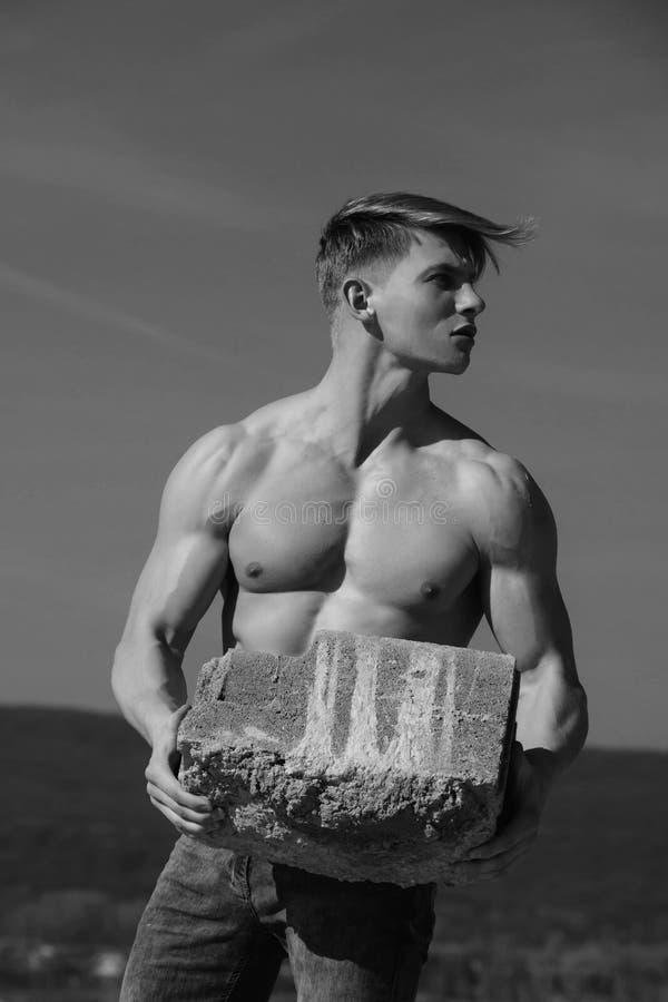 Atletische bodybuilder als hercules stock fotografie