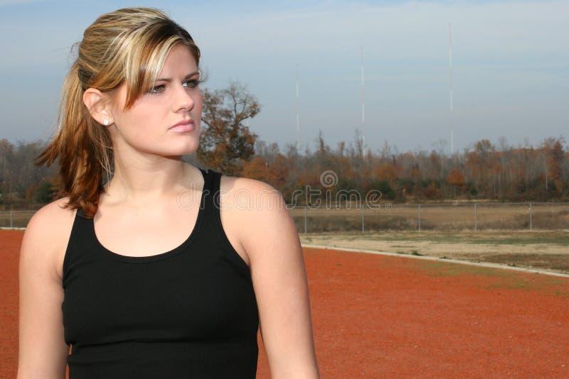 Atletische Jonge Vrouw bij Spoor stock afbeelding