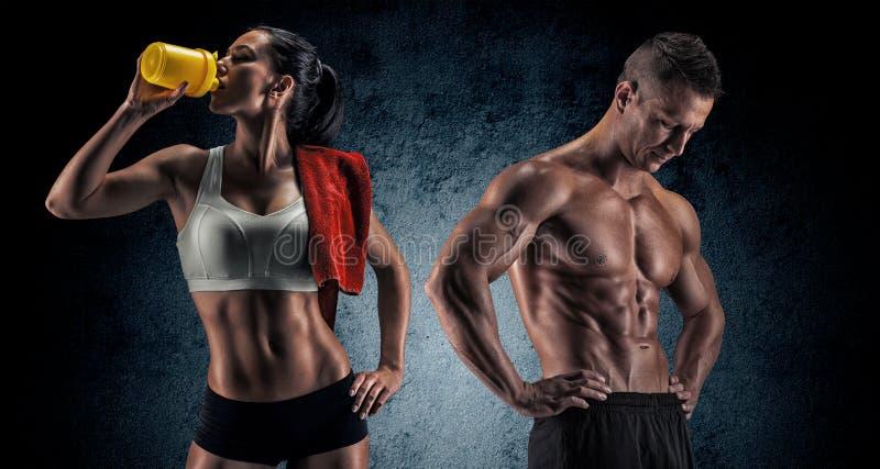 Atletische man en vrouw na geschiktheidsoefening stock foto