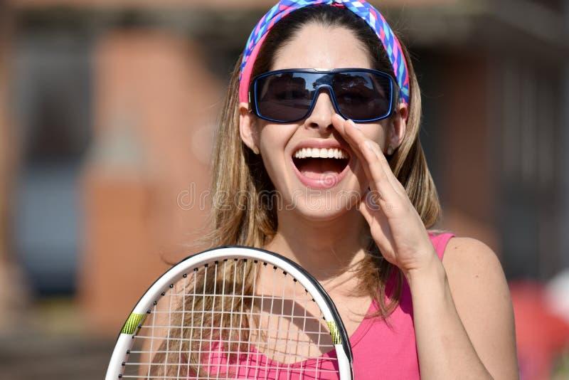 Atlety dziewczyny Kolumbijski gracz w tenisa Krzyczy Z Tenisowym kantem obrazy stock