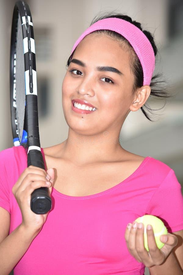 Atlety filipinka dziewczyny gracza w tenisa ono Uśmiecha się zdjęcia stock