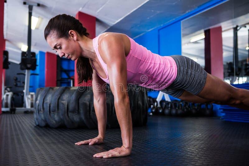 Atlety kobieta robi Ups fotografia stock