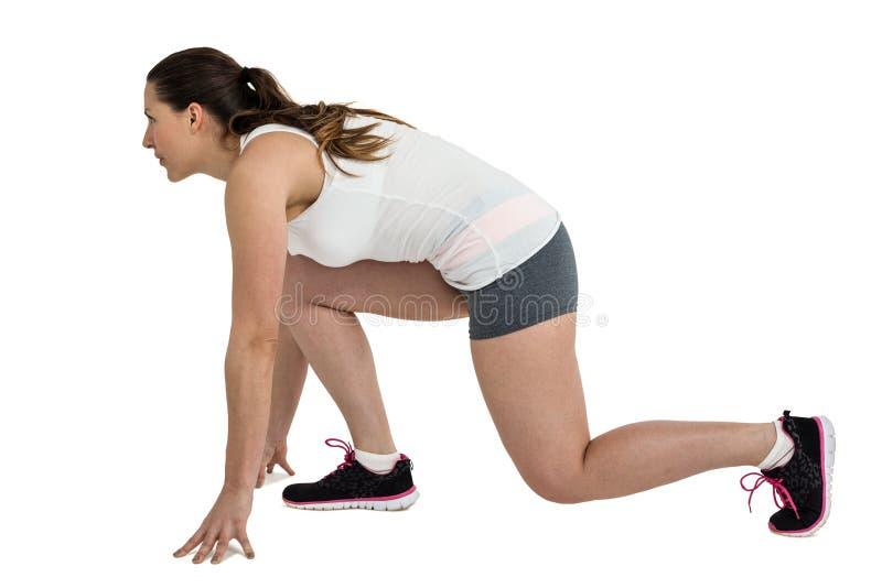 Atlety kobieta w gotowym biegać pozycję zdjęcie royalty free
