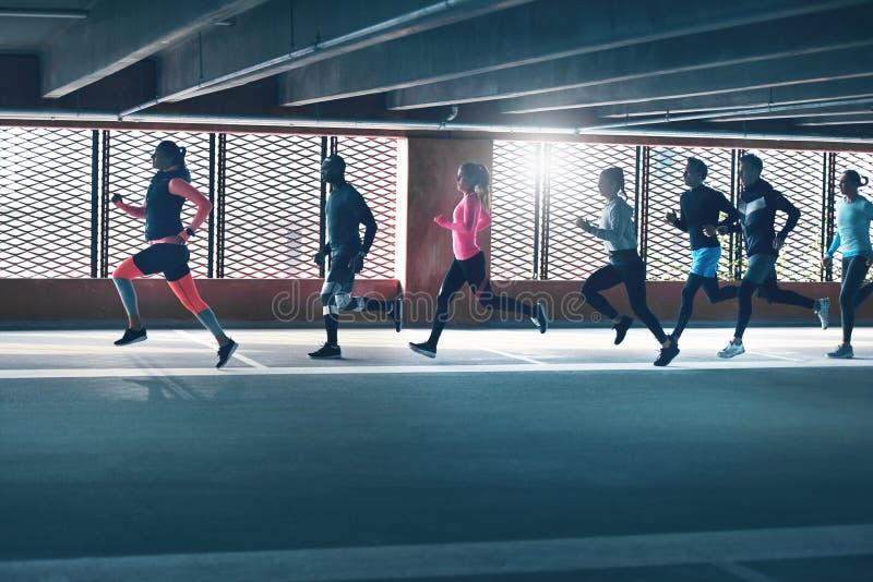 Atletyka dorosli w sportswear szkoleniu obraz royalty free
