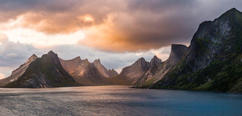 Atmósfera de la tarde de Lofoten foto de archivo