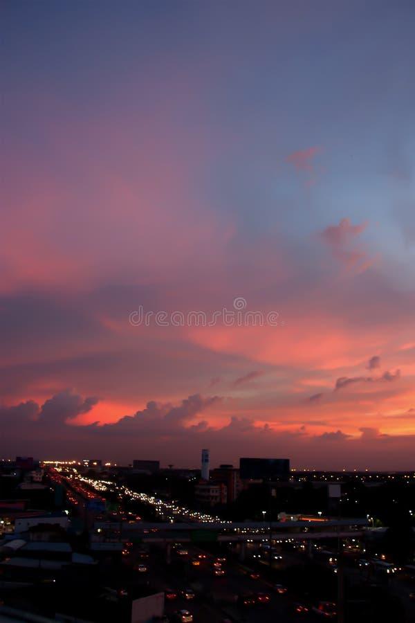 Atmósfera dramática del panorama del cielo y de la nube crepusculares hermosos fotos de archivo libres de regalías