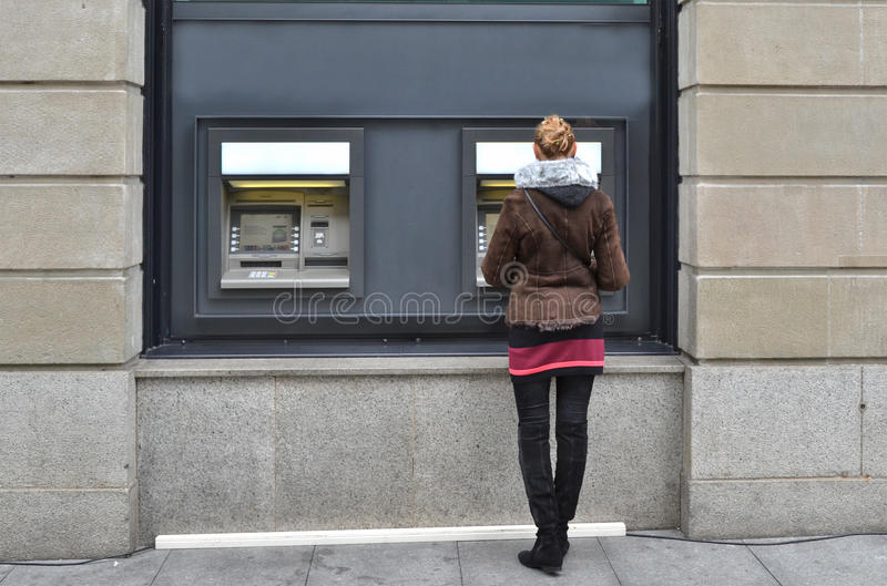 ATM的女孩 库存照片