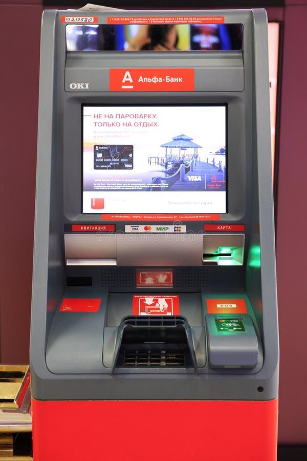 ATM и терминальное ` банка альфы ` Центр европейца торговый moscow 11 07 2018 стоковая фотография
