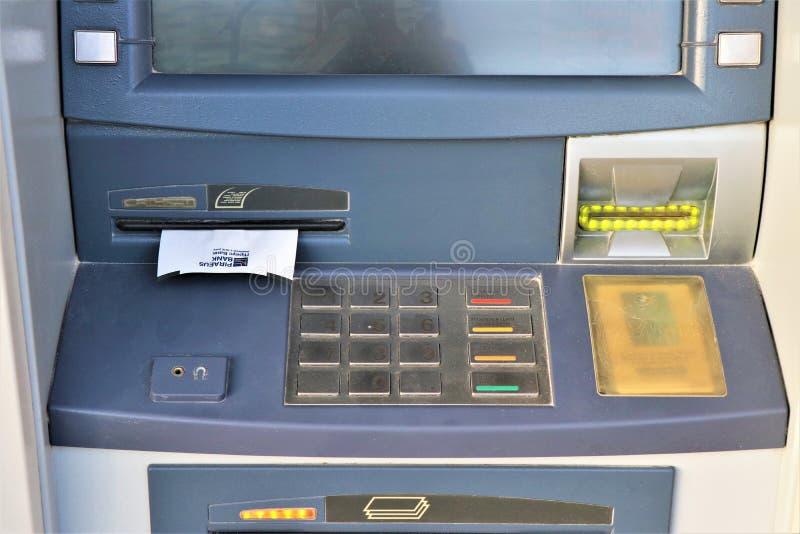 Atm banka maszyna używać dla wycofuje gotówkę, wynagrodzenie usługi i inne pieniężne operacje, obrazy stock