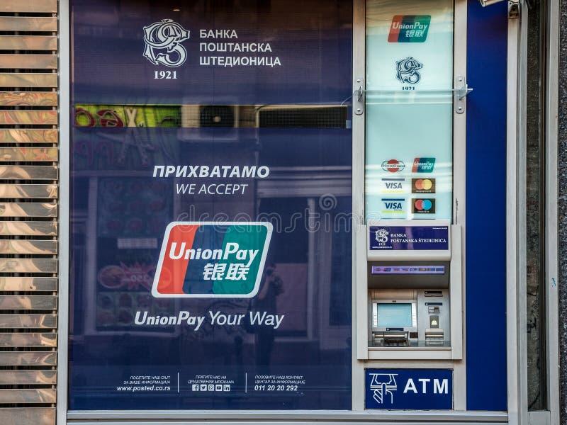 ATM die voor de steun van het UnionPay-systeem bepleiten UnionPay is een Chinees financieel de dienstenbedrijf die betaalpassen u royalty-vrije stock fotografie