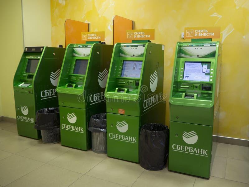 ATM in het bureau van Sberbank van Rusland royalty-vrije stock foto