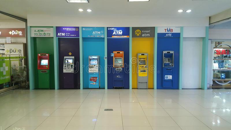 ATM no shopping 28-March-2017: Os ATM no shopping têm foto de stock