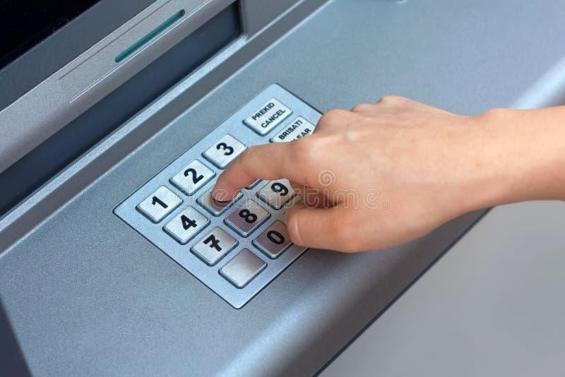 ATM - pino entrando fotografia de stock