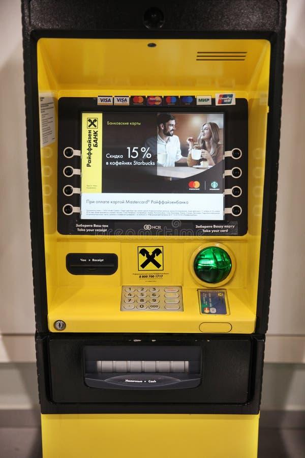 ATM ` Raiffeisen banka ` prowadzić bankowość operacje moscow obrazy royalty free