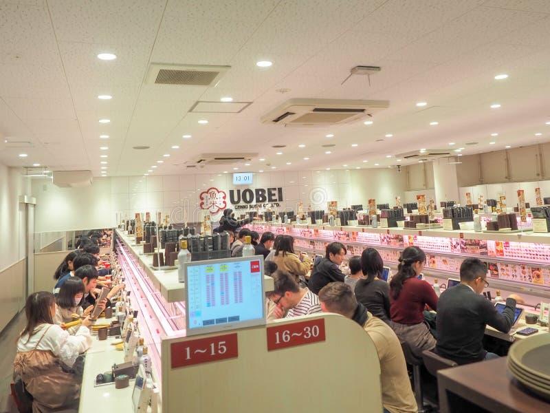 Atmosfär av Uobei på den Shibuya Dogenzaka filialen royaltyfria bilder