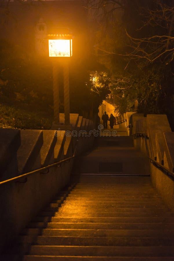 Atmosfärisk trappa, övrestad, Zagreb, Kroatien arkivfoton