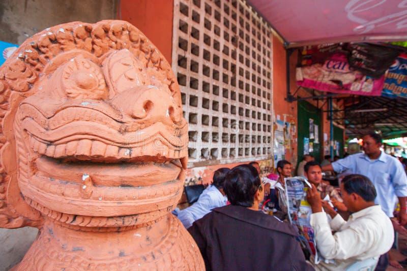 Atmosfeer van de winkel van de straatkoffie in de Stad van Phnom Penh, verfraaid w royalty-vrije stock afbeelding