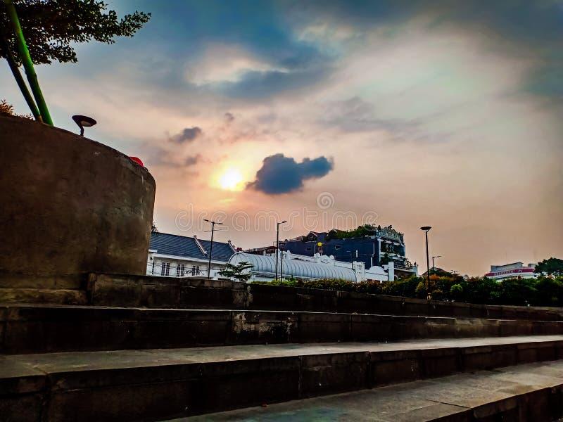 atmosfera crepuscolare nella vecchia città fotografie stock libere da diritti