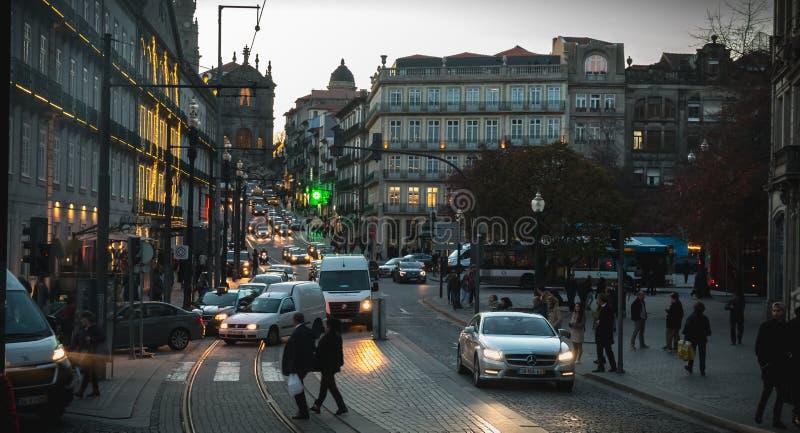 Atmosfera di una via nel centro storico di Oporto fotografia stock