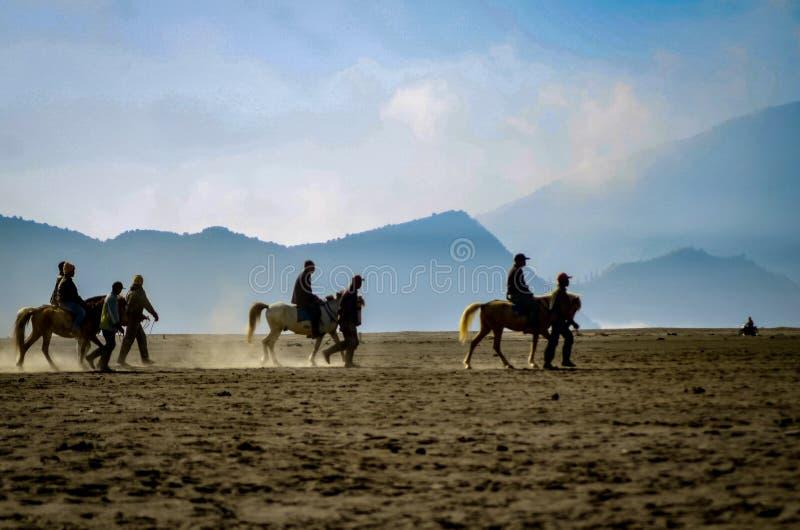 A atmosfera no deserto da montagem Bromo imagem de stock royalty free