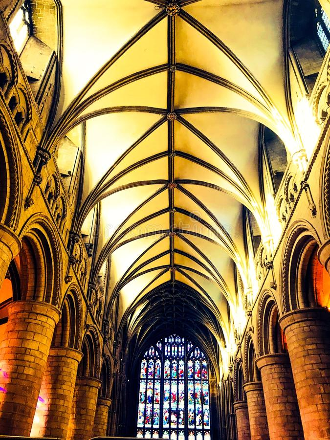 Atmosferische kathedraalzaal stock foto's
