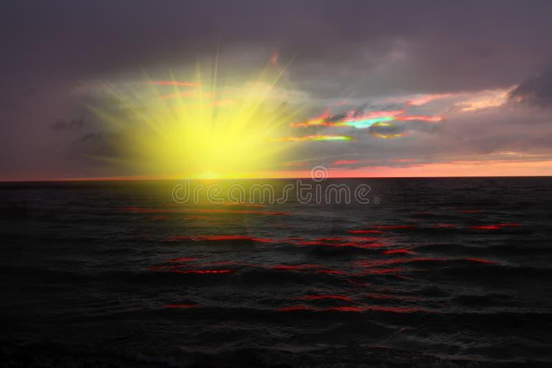 atmosferische, mystieke zonsopgang, aura royalty-vrije stock afbeeldingen