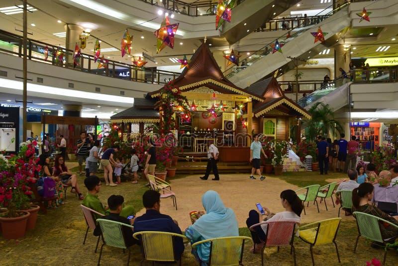Atmoshphere van Hari Raya Puasa (Eid al-Fitr) in winkelcomplex in Maleisië tijdens de feestelijke periode stock foto's