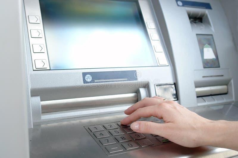 ATMpin-Codeeintrag lizenzfreies stockbild