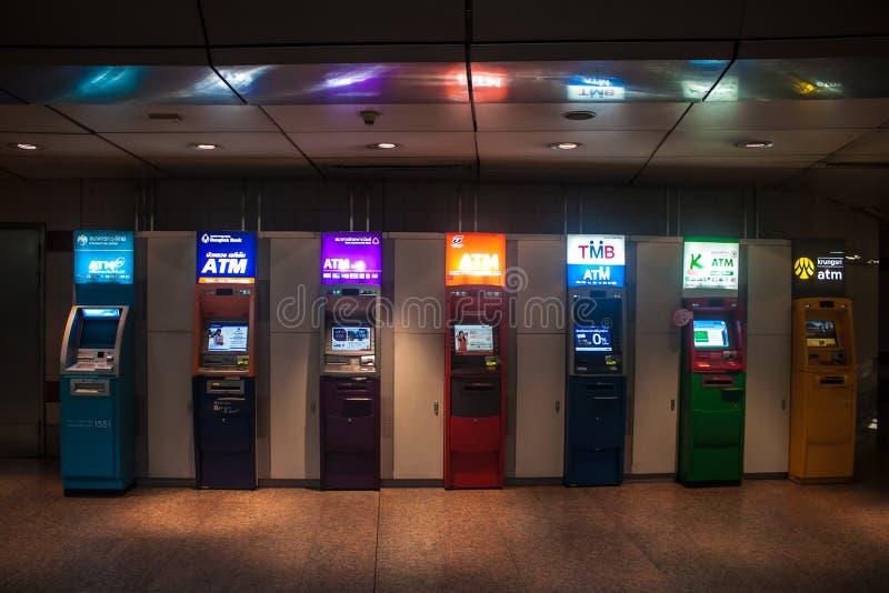 ATMs in einer U-Bahn stockfotografie